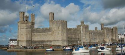 Caernarfon - the entire curtain wall